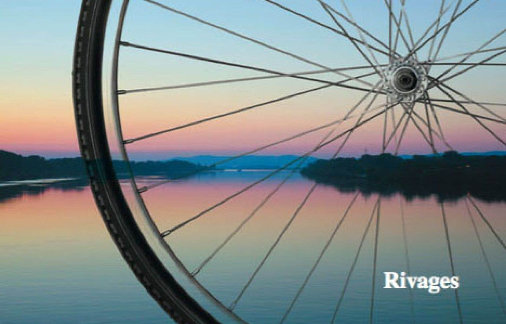 En plus de 600pages au verbe généreux, en10 pays, on y suit la remontée cycliste et littéraire d'un fleuve-frontière en même temps qu'une descente dans les entrailles de l'Europe.