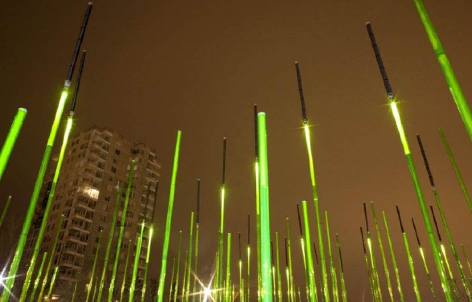 Le jardin de tiges vert lime qui réagit à la lumière et à la température a été créé par l'atelier in Situ en collaboration avec Vlan paysages.<br />