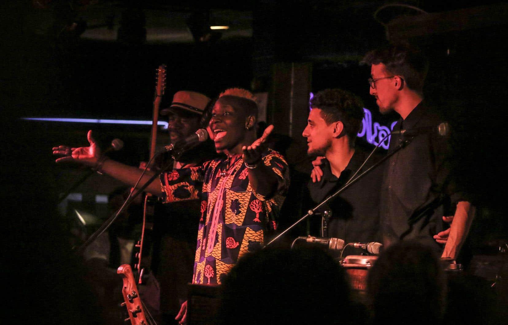 Mamoutou Dembélé, alias EMDE, avait le privilège jeudi d'être entouré des meilleurs musiciens de la soirée, ça ne faisait aucun doute.