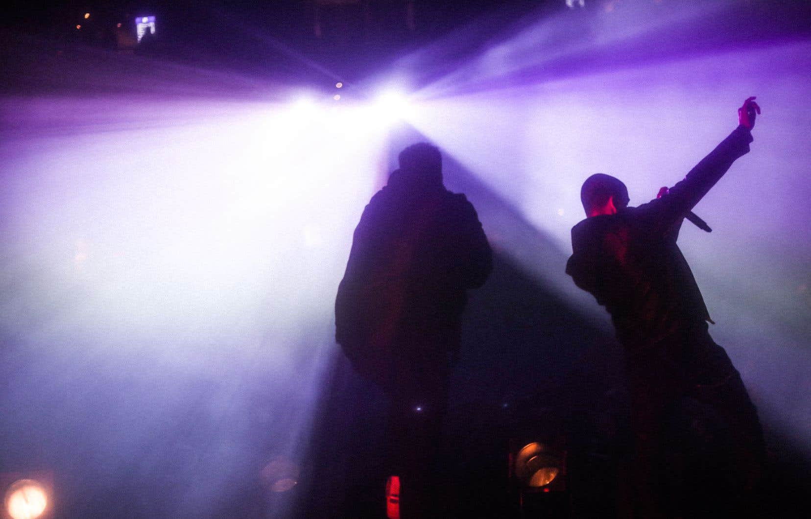 Vendredi, les quatre rappeurs de Dead Obies étaient tous vêtus de noir, alors qu'auparavant, c'était plutôt la foire dans la garde-robe.