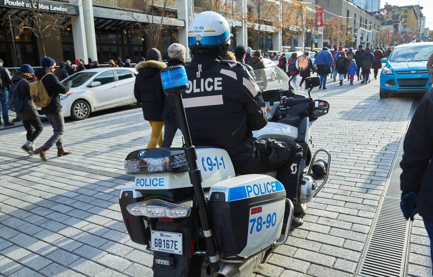 Plusieurs groupes de policiers, dont la Fraternité des policiers et policières de Montréal, se sont retirés de la consultation.