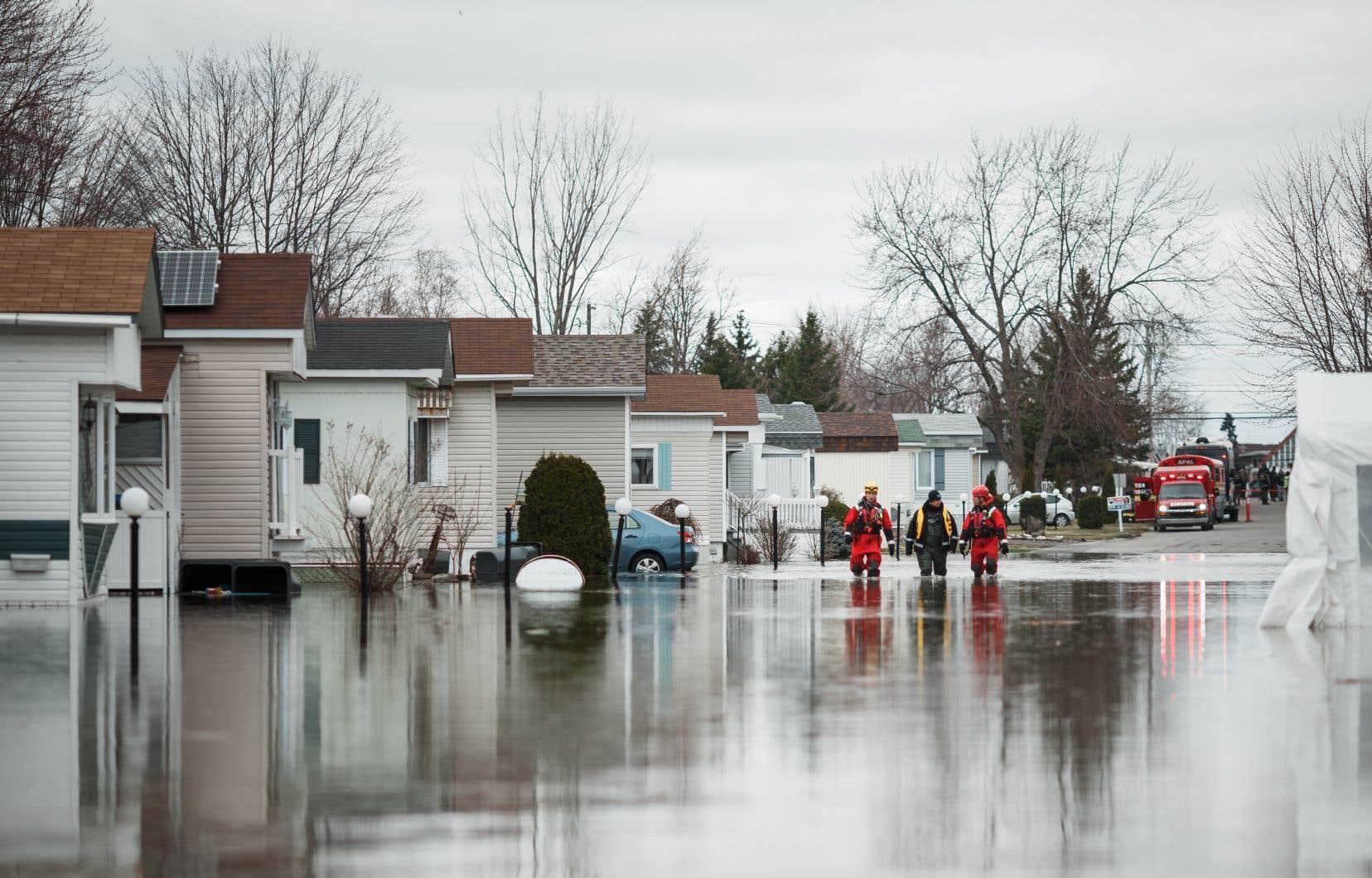 Québec offrira un dédommagement équivalant au «coût neuf de la résidence ou du bâtiment, ou 200000$», précisent les documents d'information du gouvernement.