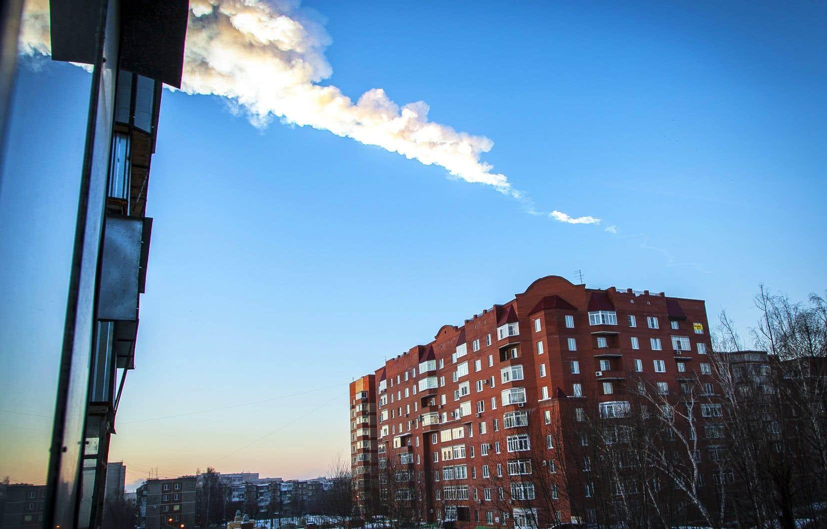 <p>Le 15 février 2013, un astéroïde de 20 mètres est apparu de nulle part et a explosé en entrant dans l'atmosphère, 23 kilomètres au-dessus de la ville russe de Tcheliabinsk.</p>
