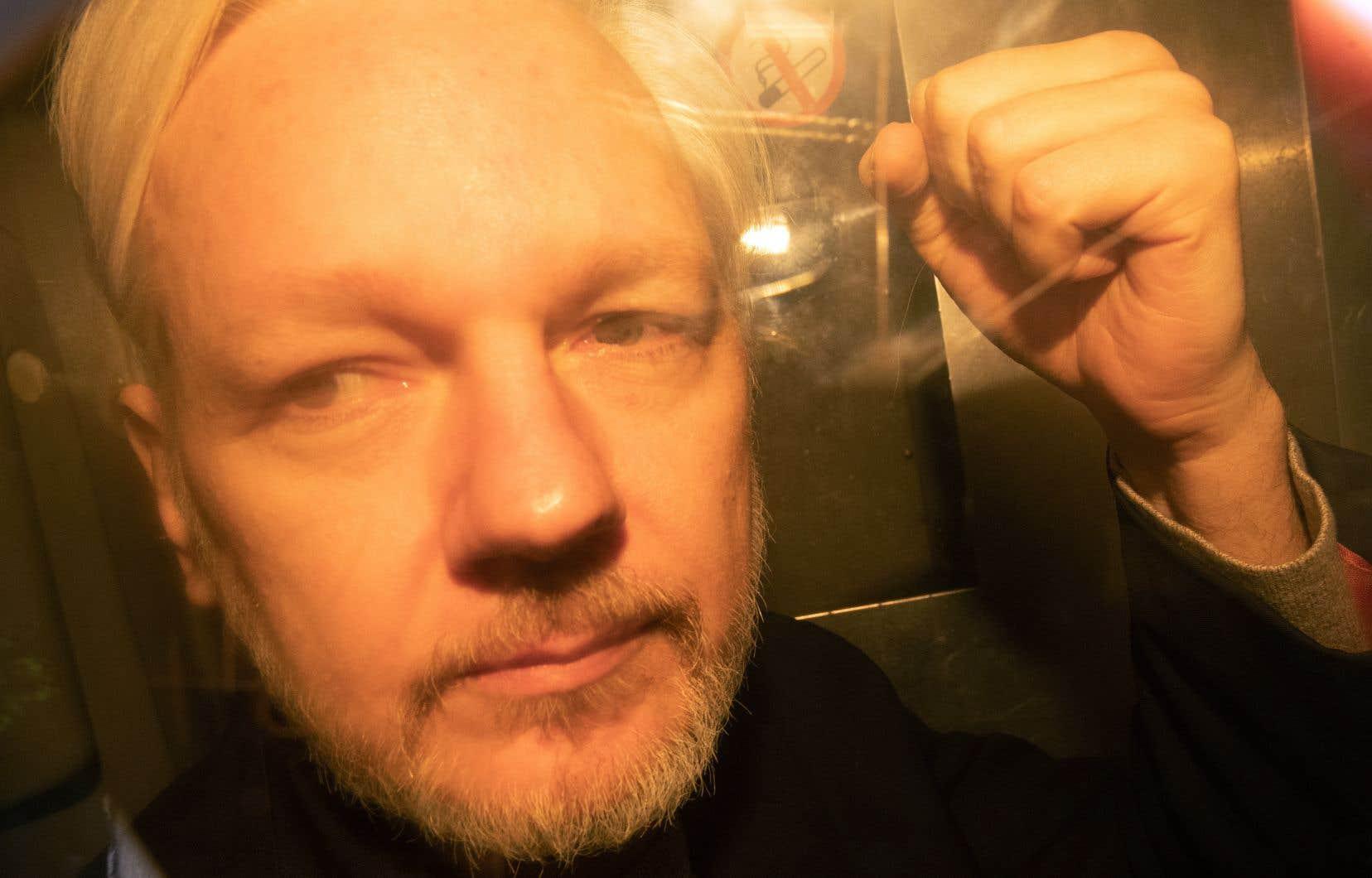 """Résultat de recherche d'images pour """"assange prison"""""""""""