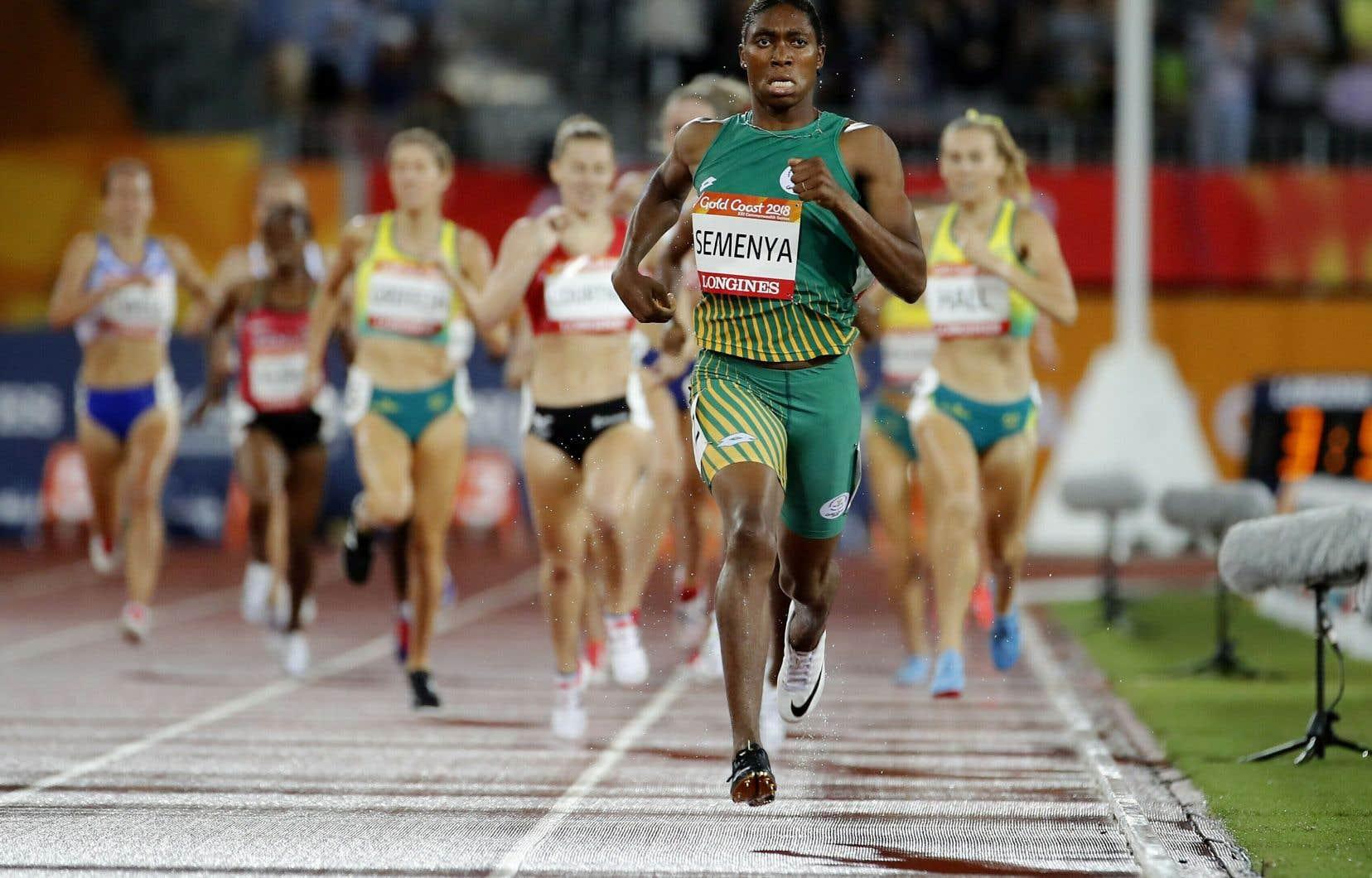 Athlètes olympiques se brancher les uns avec les autres
