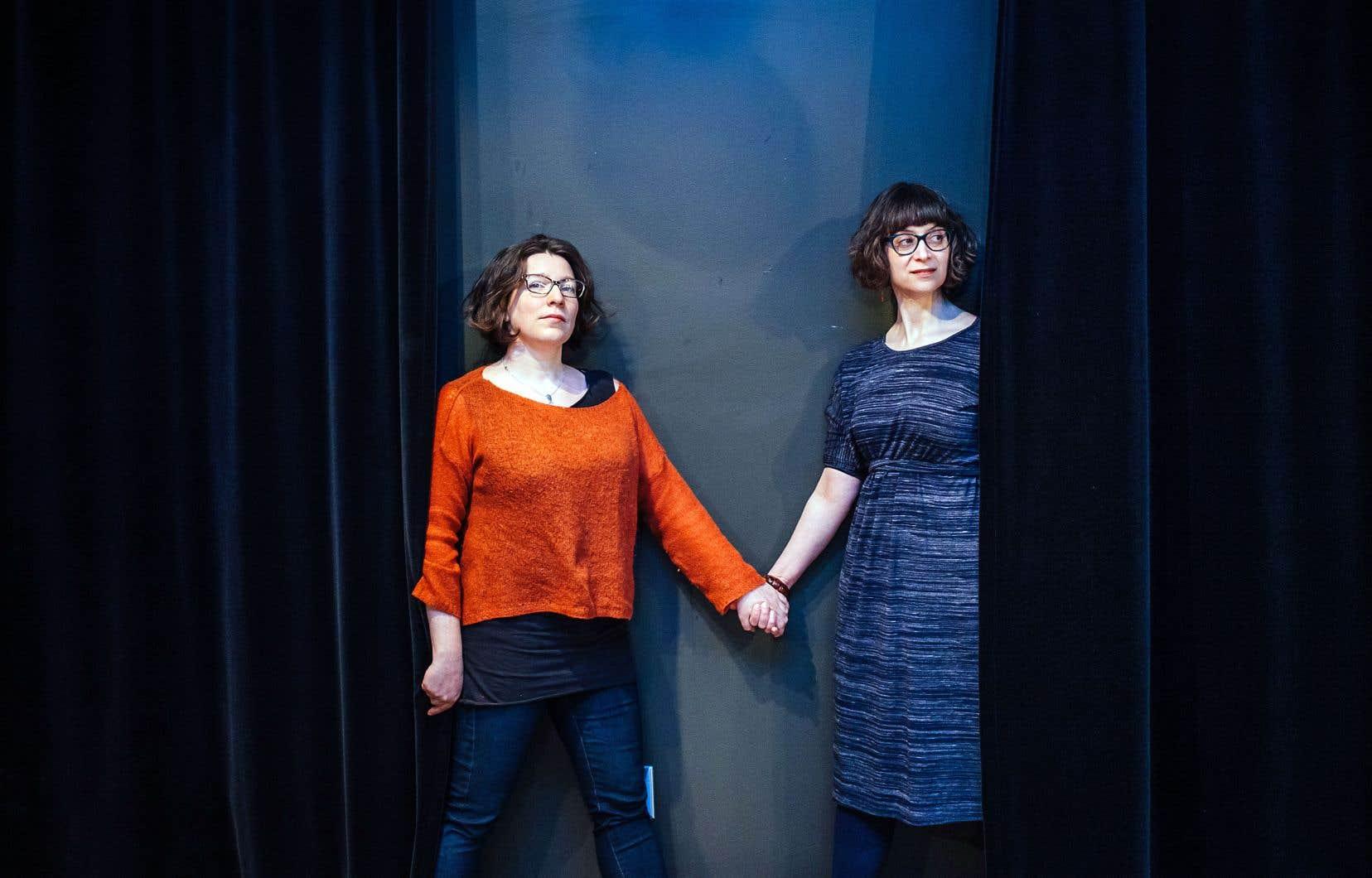 La cofondatrice du Jamais Lu Marcelle Dubois (à gauche) estime que les hésitations à inclure au festival le travail d'auteurs anglophones doivent être revisitées en 2019. C'est dans cette optique qu'elle a invité l'auteure et traductrice Alexis Diamond à codiriger la 18e édition de l'événement.
