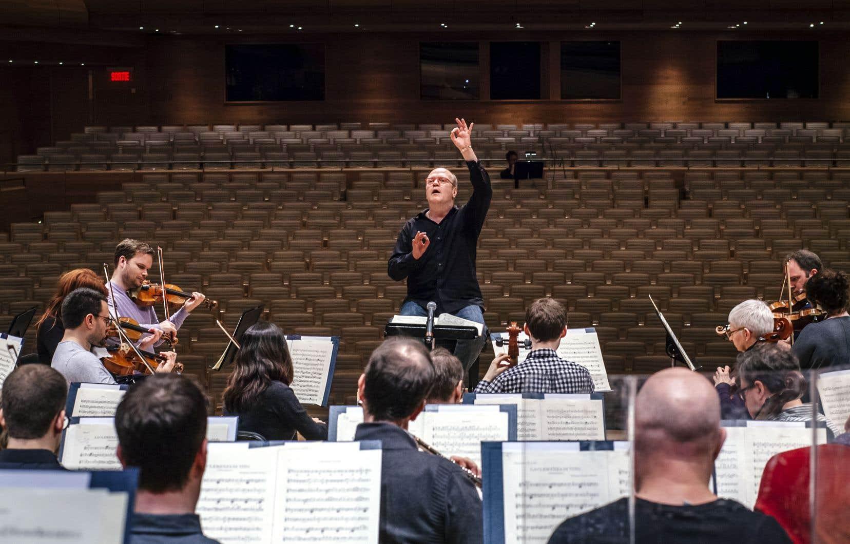 Le chef d'orchestre s'est vu proposer plusieurs fois la «Messe en si» comme chef invité dans les 17 dernières années.
