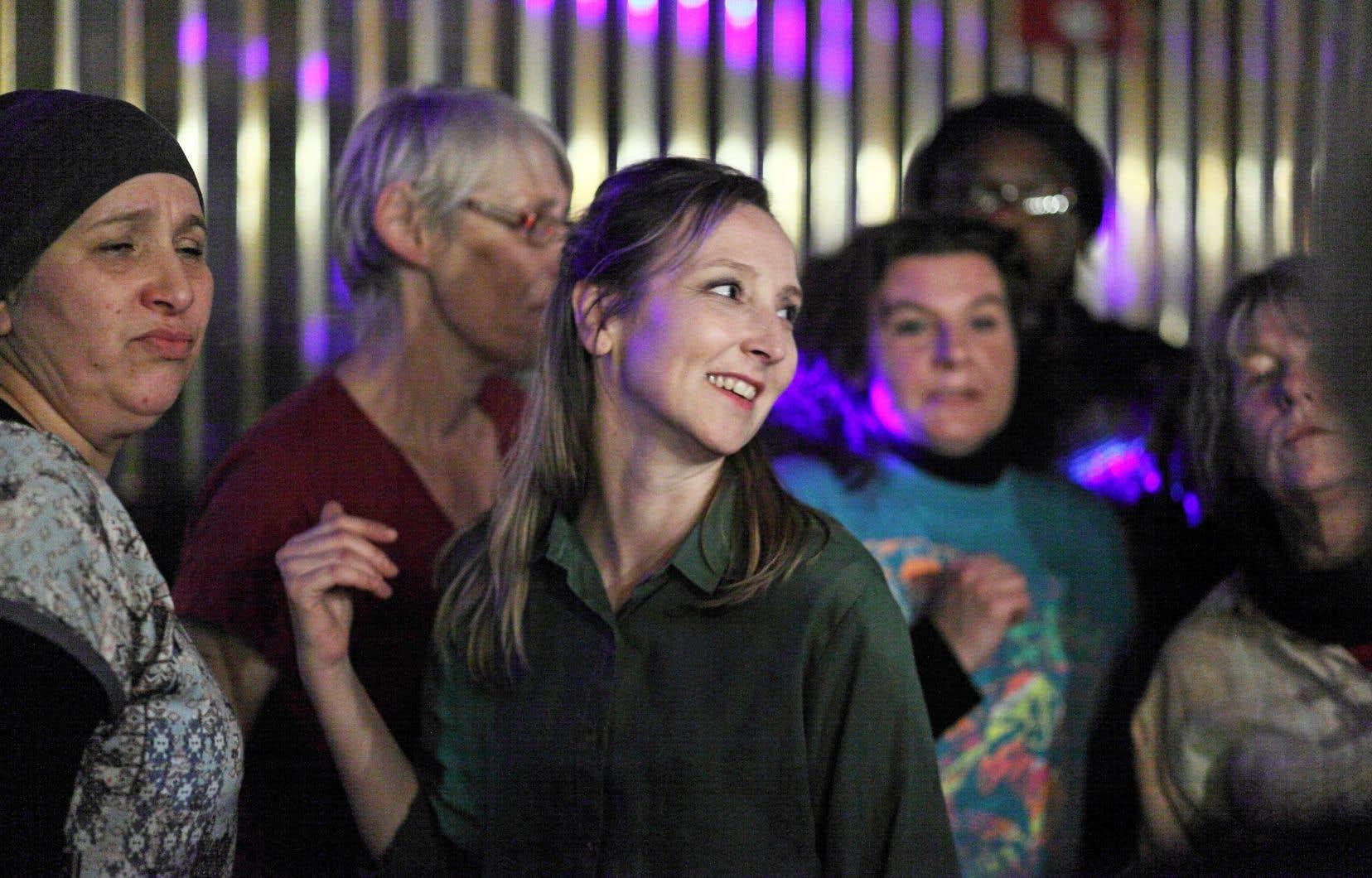 Après 150 auditions, de véritables sans-abri ont joué leurs rôles sous des noms d'emprunt, alors que les travailleuses sociales se voyaient incarnées par des actrices professionnelles, notamment Audrey Lamy (au centre).