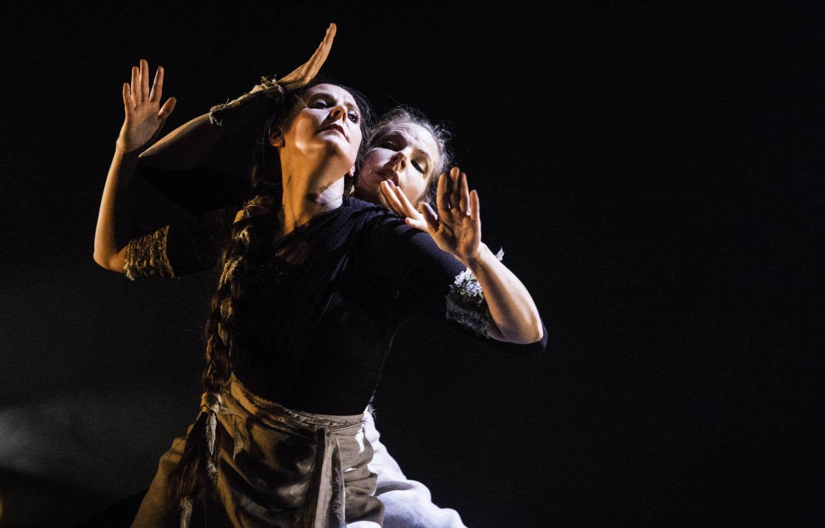 Julie Beaulieu et Sonia St-Michel dans «Arupa»