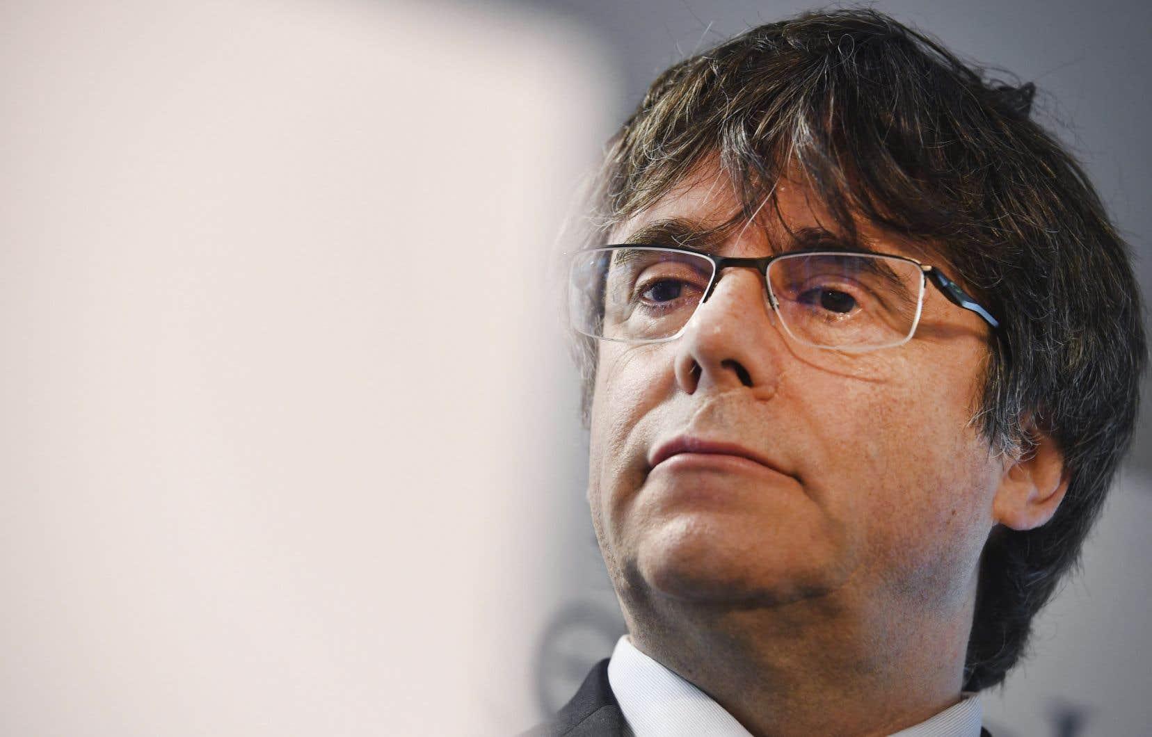 M.Puigdemont, invité par la Société Saint-Jean-Baptiste de Montréal pour parler du référendum de 2017 sur l'indépendance de la Catalogne, s'était vu refuser l'accès au Canada à la suite d'un imbroglio.