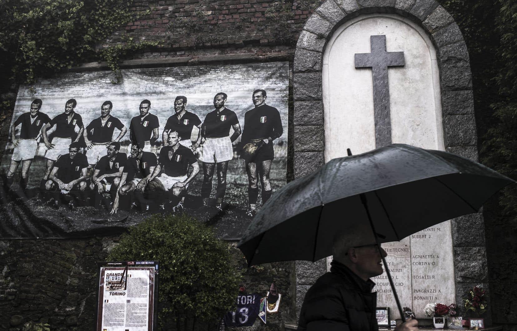 Il y a 70ans, le 4mai 1949, sur les hauteurs de Turin, un accident aérien coûtait la vie à toute l'équipe du Torino, alors quintuple championne d'Italie en titre et dont le destin a laissé une trace extrêmement profonde dans la péninsule.