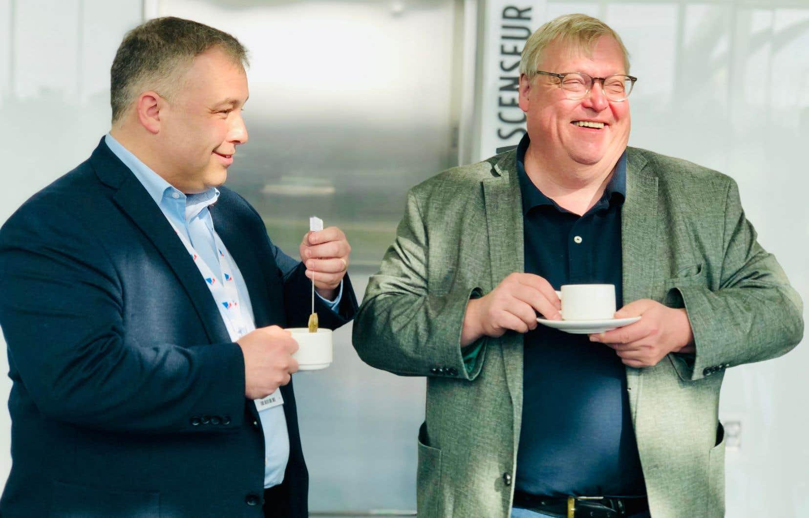 Les ex-ministres Sébastien Proulx et Gaétan Barrette ont laissé entendre qu'ils pourraient tenter leur chance dans la course à la direction du PLQ.