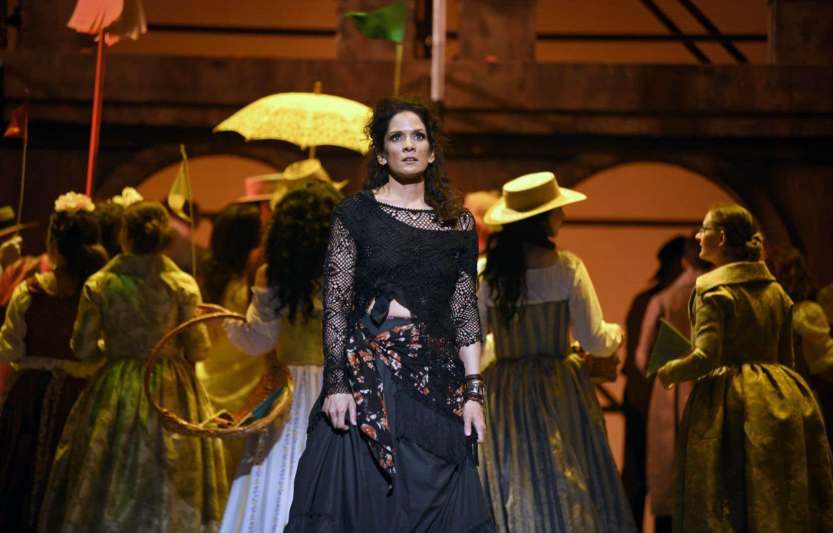 Krista de Silva incarne une Carmen en gitane rebelle.