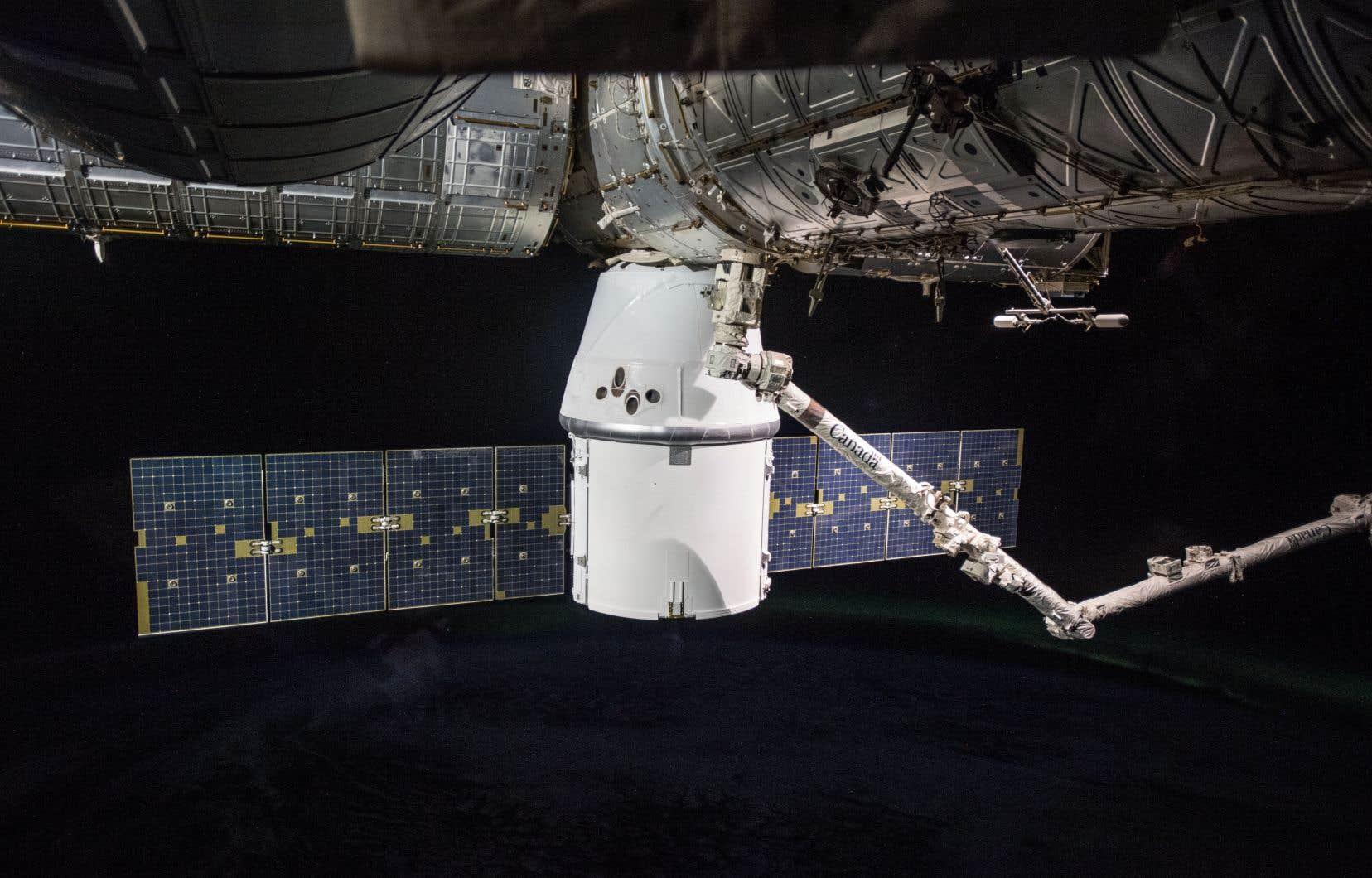 C'était la 35e fois quele bras robotisé canadien Canadarm2 était utilisé pour attraper un vaisseau en vol libre.