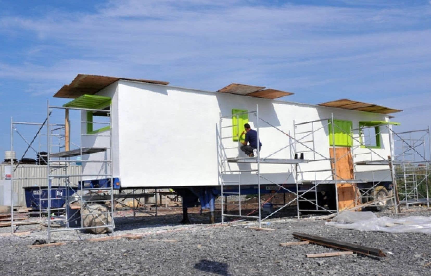 Le prototype de maison-conteneur a été préparé par Les Constructions nomades, situées à Boisbriand. Elle a été conçue pour recevoir une famille moyenne de cinq à sept membres. Séparée en trois sections, elle compte une pièce pour la cuisine, une pour la chambre des enfants et une autre pour la chambre principale.<br />