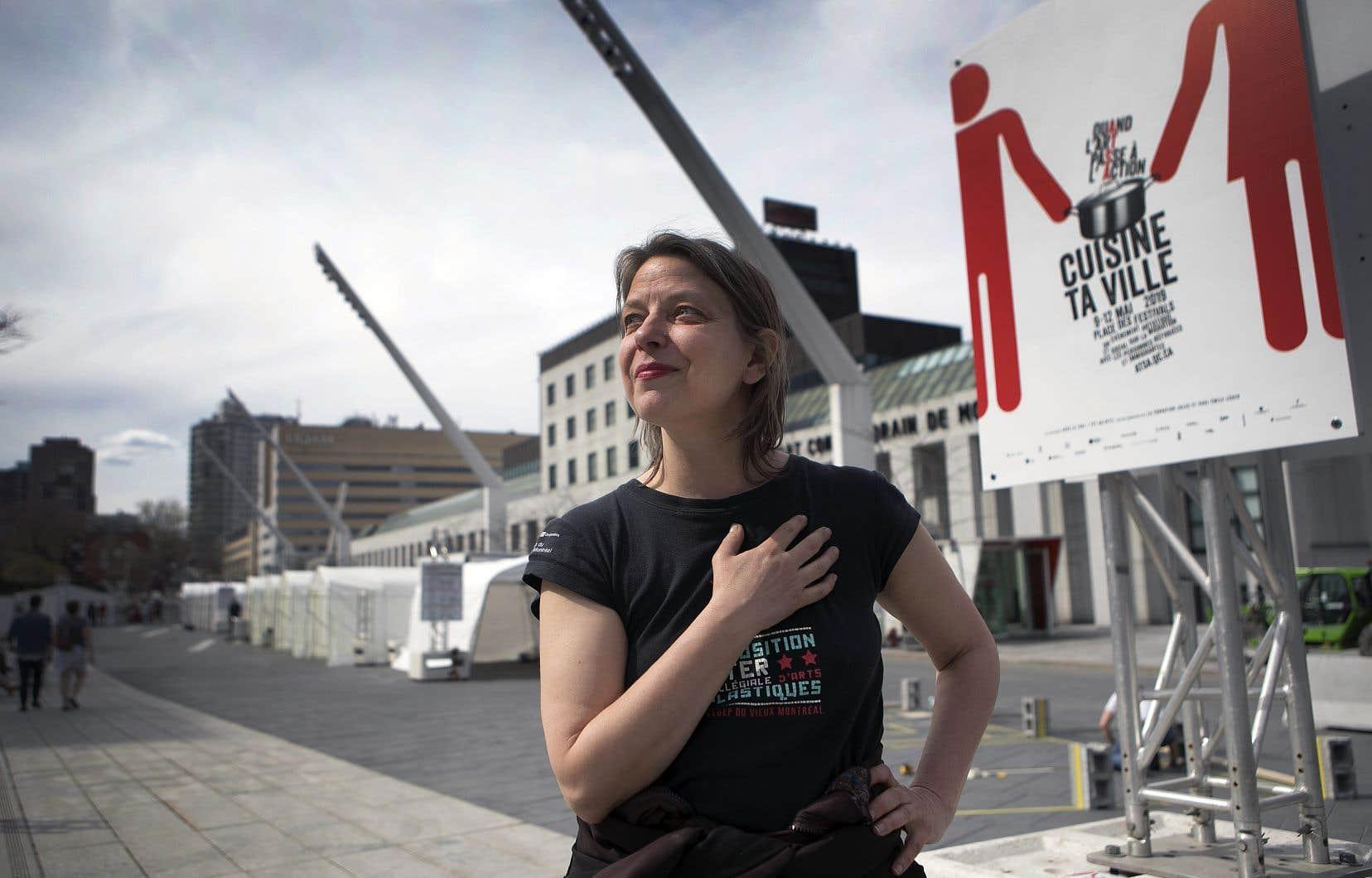Lundi, Annie Roy s'activait autour de la dizaine d'abris Tempo érigés pour l'événement, qui débute jeudi, sur la place des Festivals.