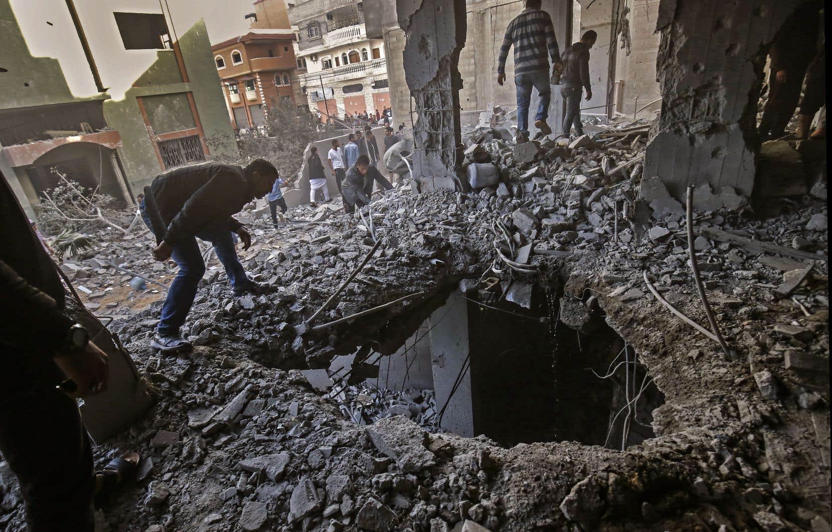 L'enclave palestinienne et les villes israéliennes voisines ont été le théâtre samedi et dimanche de la plus grave flambée de violences depuis la guerre de Gaza de 2014, faisant redouter un quatrième conflit en 11 ans.