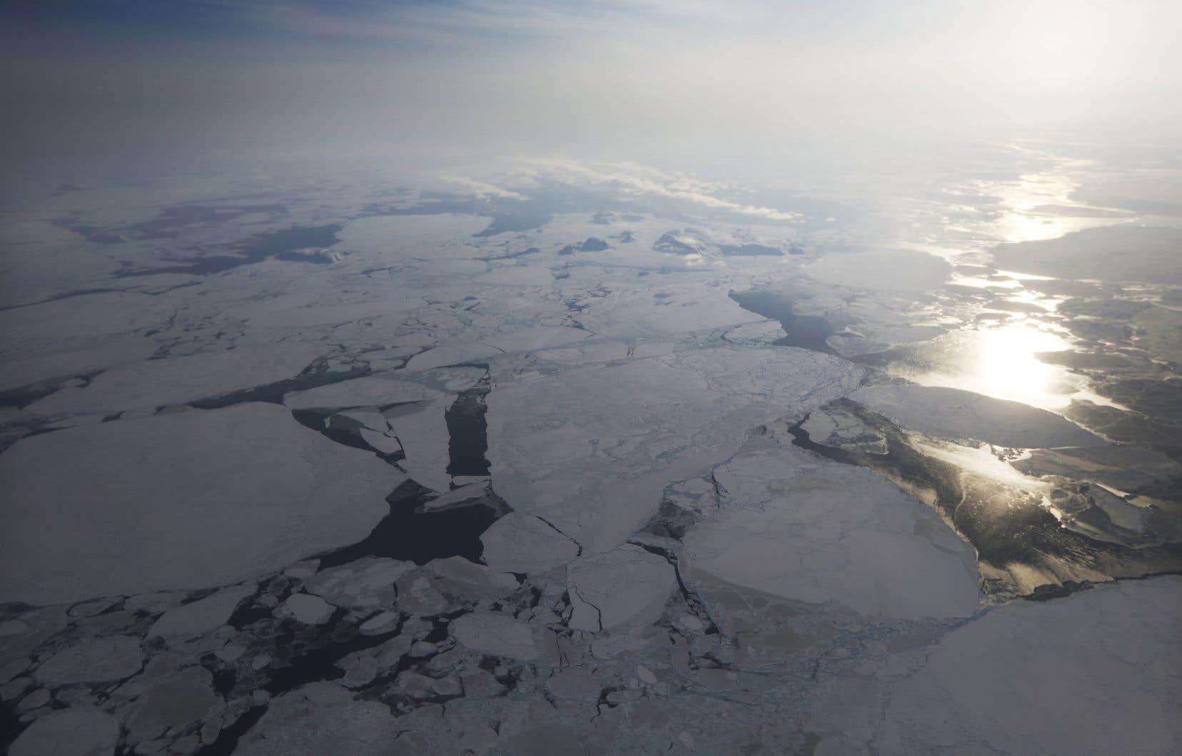 Les États-Unis désignent le passage du Nord-Ouest comme une «voie navigable internationale», alors que le Canada le revendique comme territoire souverain.