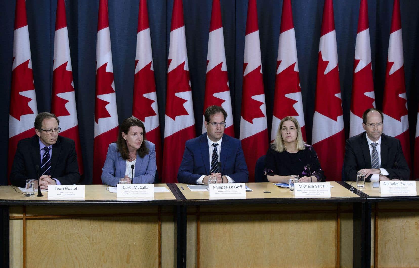 Des représentants du bureau du vérificateur général ont tenu une conférence de presse à la suite du dépôt du rapport du vérificateur général du Canada, à Ottawa, le mardi 7 mai 2019.