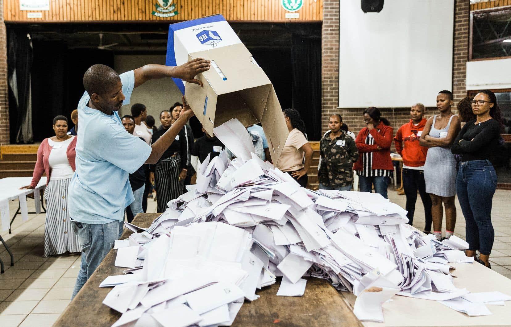 Les premières tendances fiables du scrutin devraient être publiées par la Commission électorale (IEC) dès jeudi.
