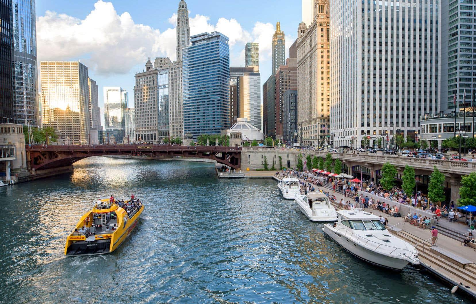 Visites guidées offertes par des bénévoles travaillant pour le Chicago Greeter Riverwalk Tour