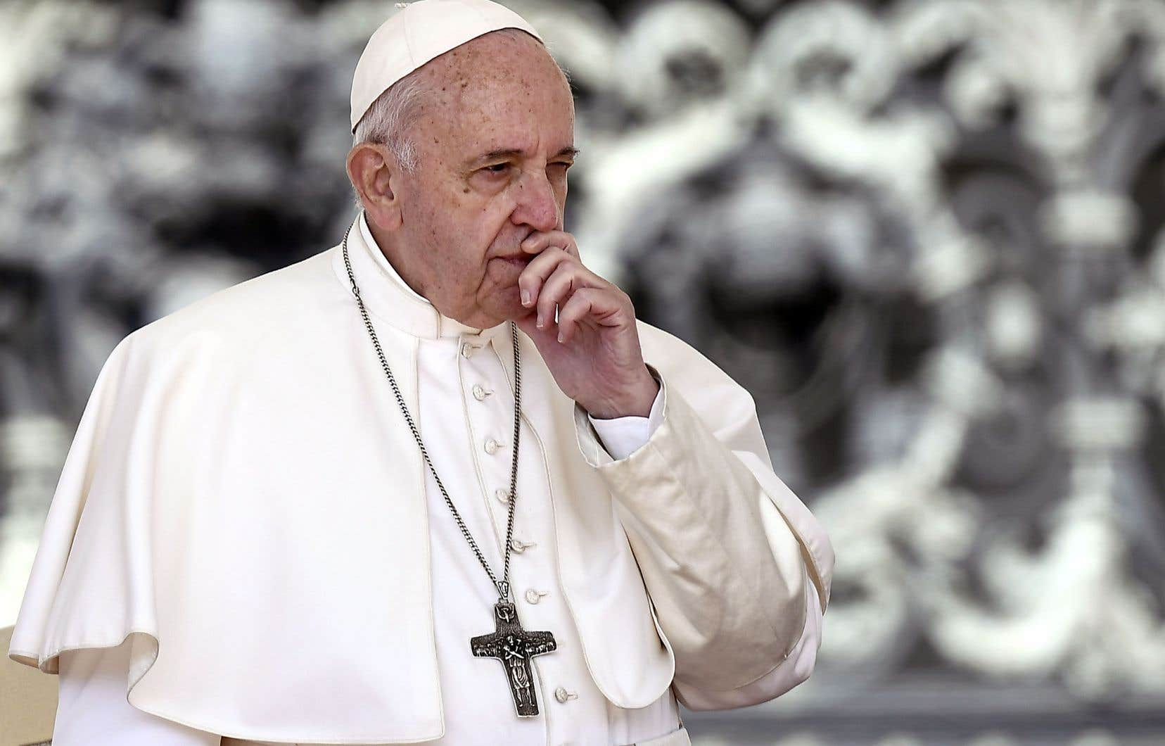 Le pape François a modifié le droit canonique pour rendre obligatoire le signalement de tout soupçon d'agression sexuelle ou de harcèlement.