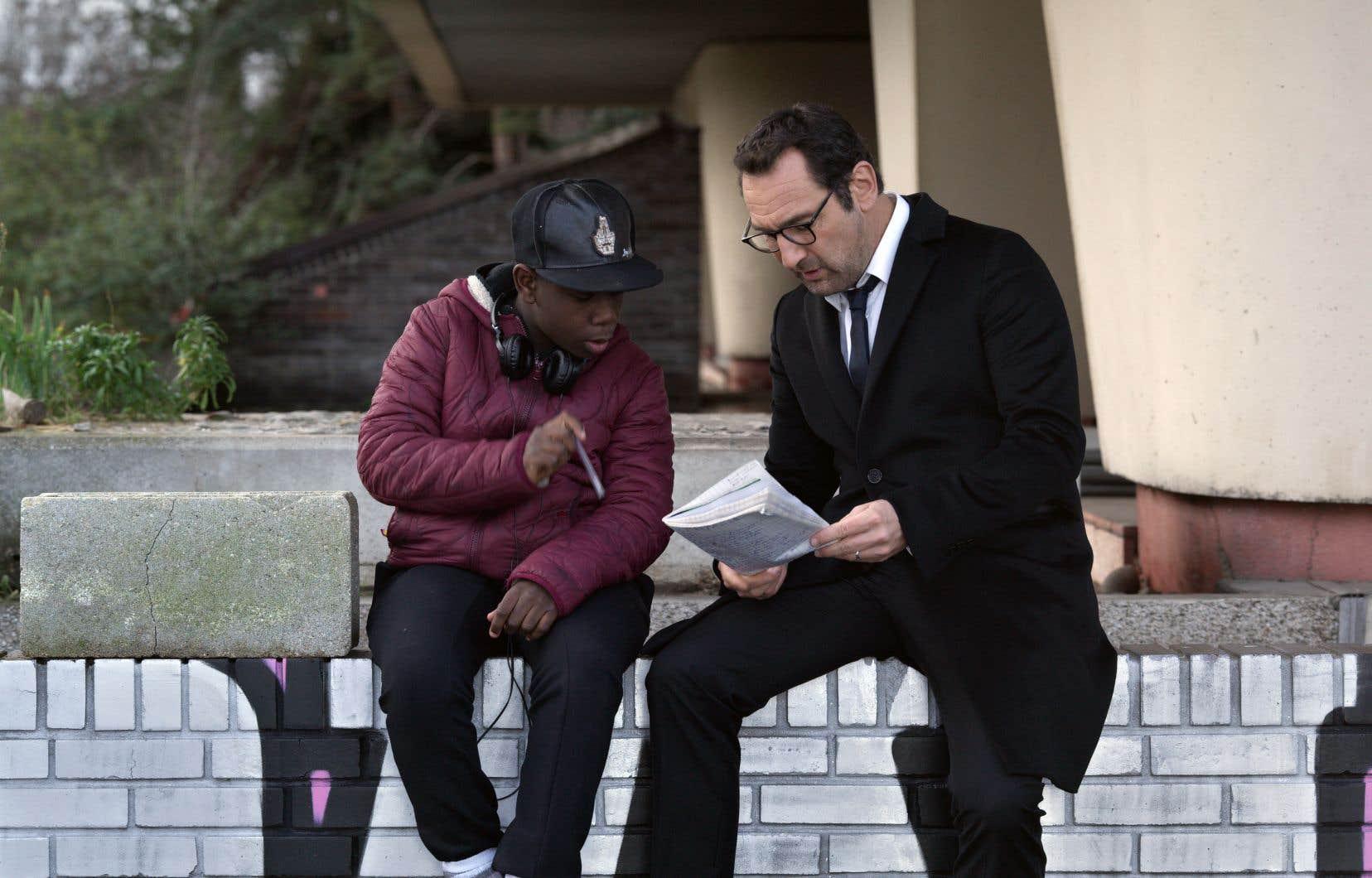 Le rôle principal est tenu par Gilles Lellouche (à droite), un homme ambitieux qui apprend à s'humaniser.