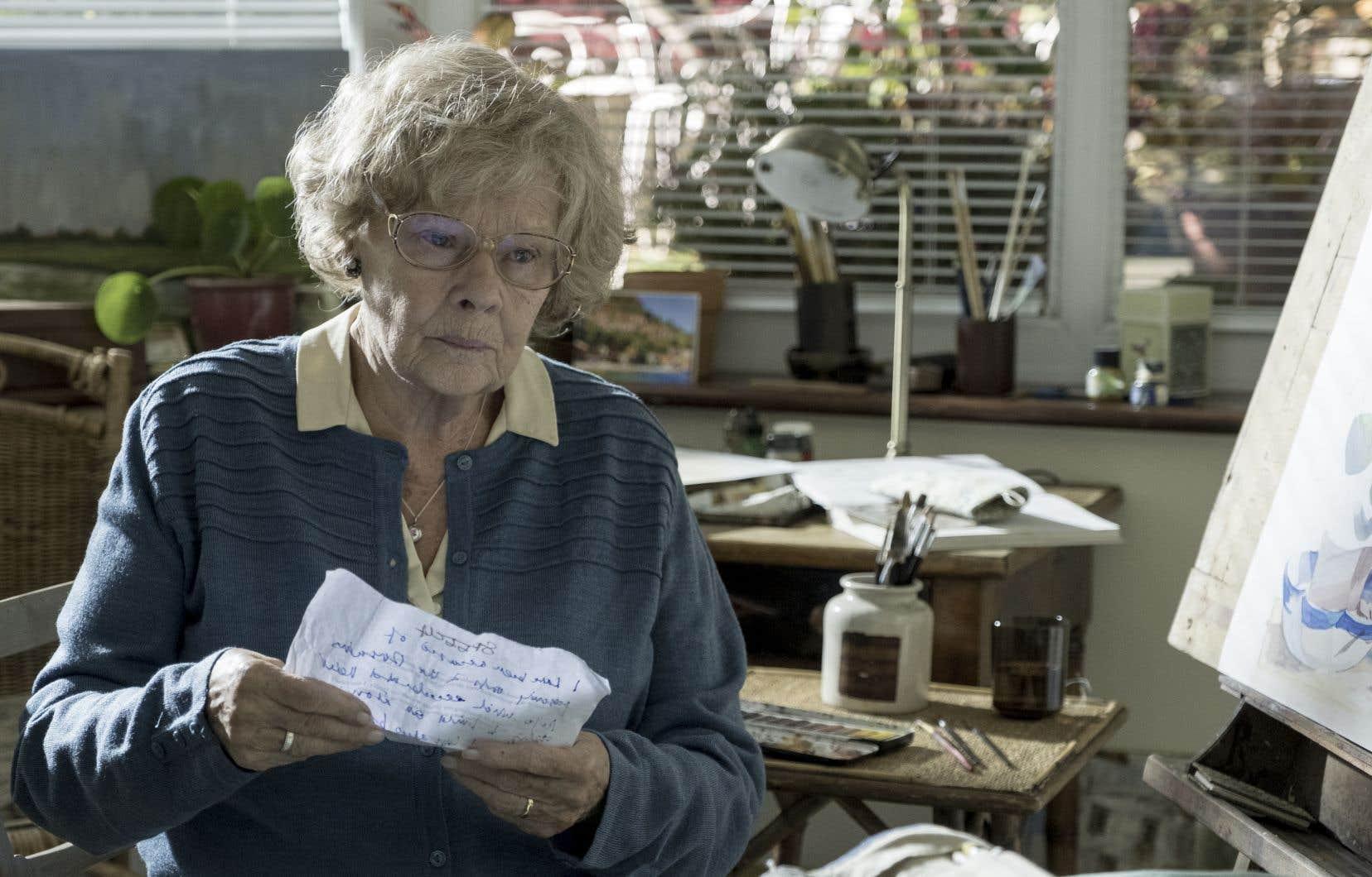 Judi Dench incarne une Joan Stanley confinée dans quelques lieux clos pour plonger dans ses souvenirs.