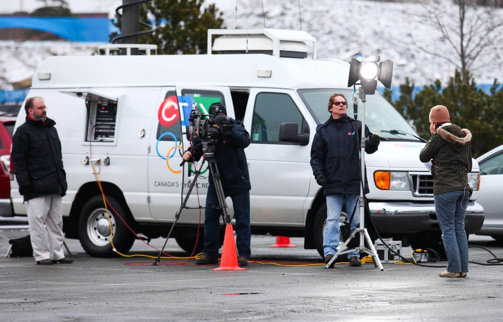 Bell a également annoncé jeudi que les journalistes des chaînes de CTV devront eux-mêmes capter leurs images. Une situation que déplore le syndicat Unifor.