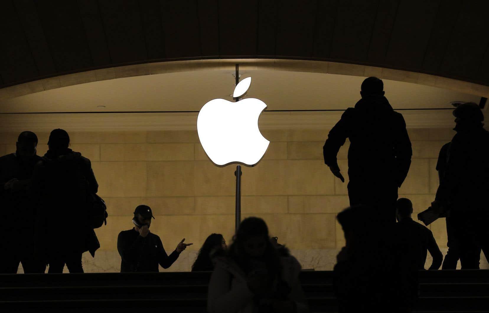 En 2011, des propriétaires d'iPhone avaient porté plainte contre Apple, se disant pénalisés par son monopole sur la vente des applications, uniquement accessibles par l'entremise de la boutique App Store.