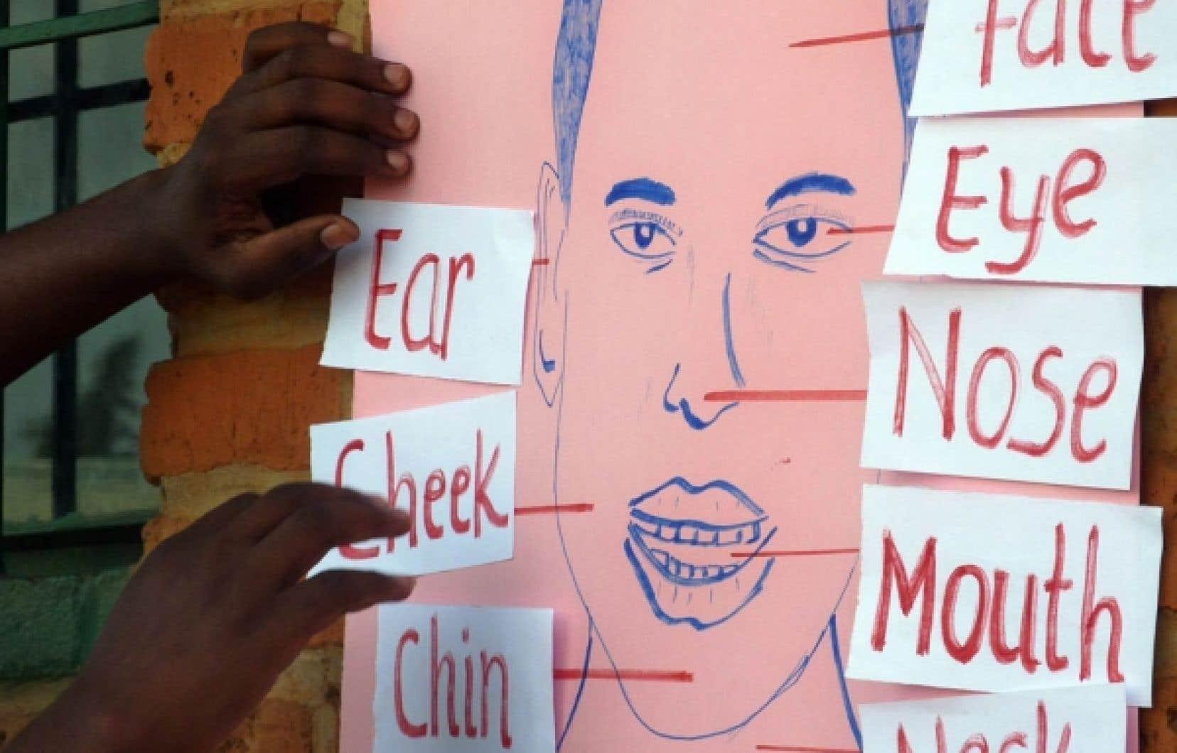 Cours d'anglais dans une école rwandaise. Le remplacement du français par l'anglais avait été annoncé sans détour le 10 octobre 2008.<br />