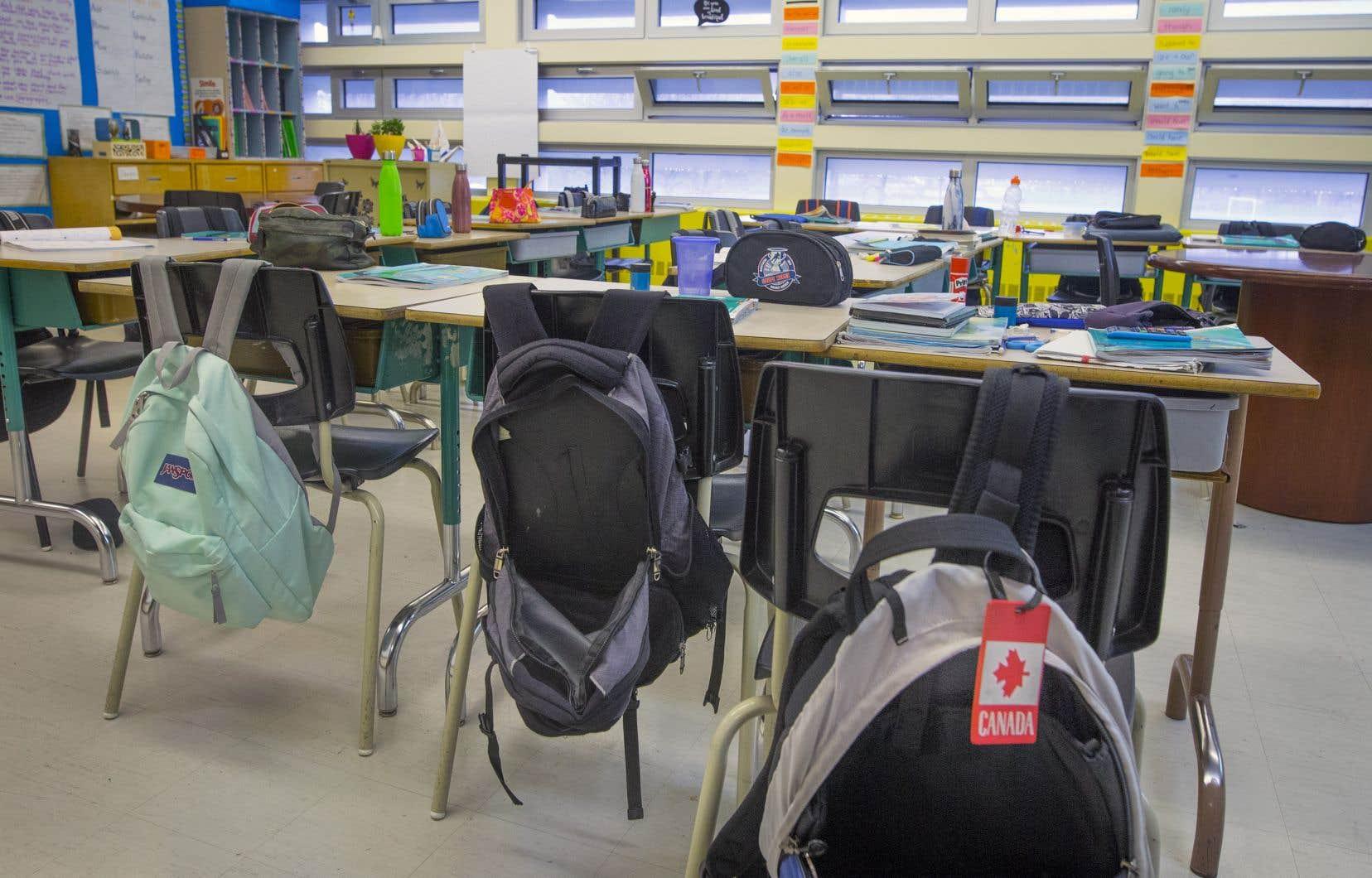 <p>Le ministre de l'Éducation a donné jusqu'au 10juin aux deux commissions scolaires pour trouver une solution, sinon, il invoquera la loi pour que trois écoles anglophones soient cédées à la Commission scolaire de la Pointe-de-l'Île. C</p>