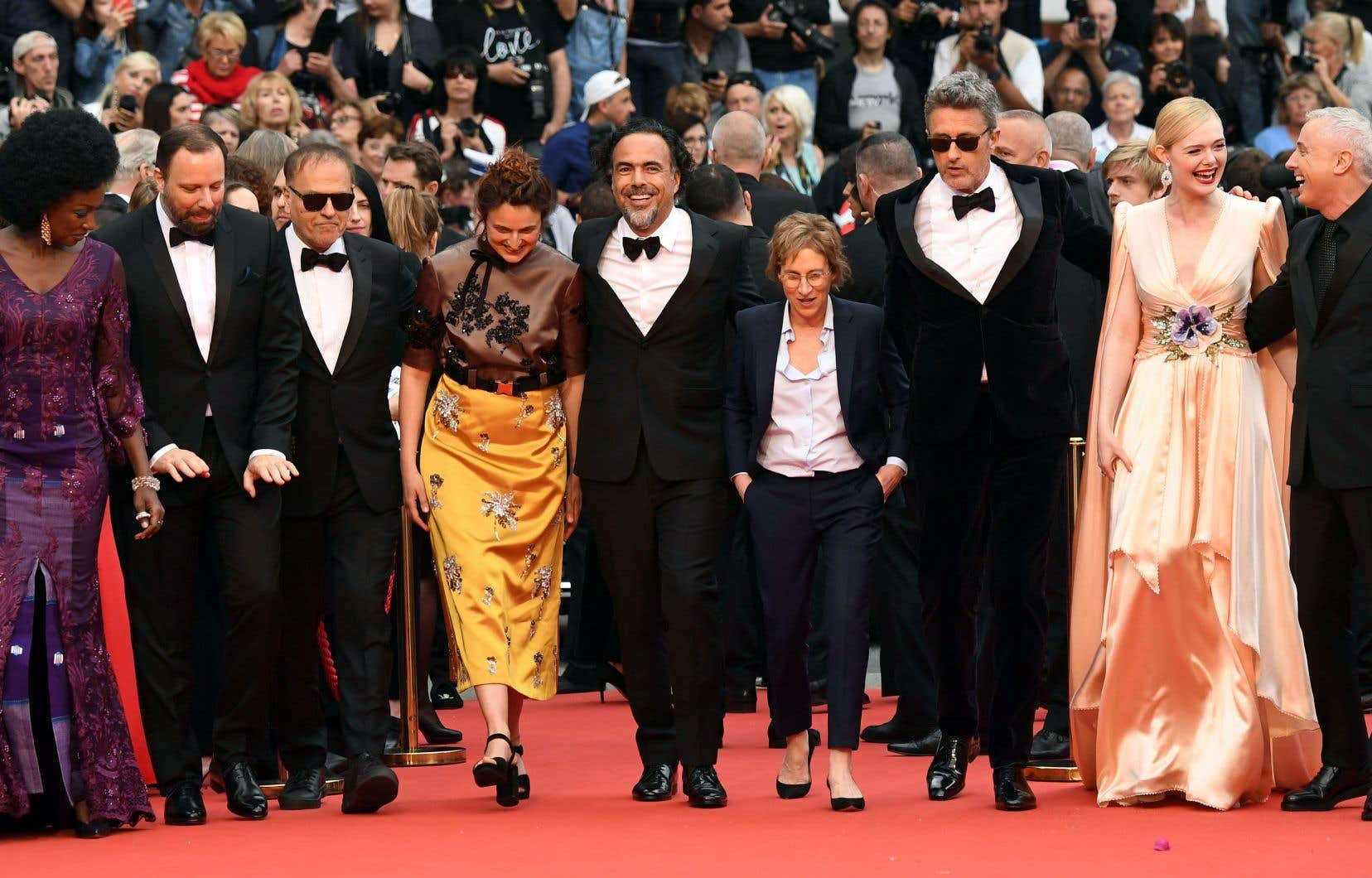 Le jury, de gauche à droite: Maïmouna N'Diaye, Yorgos Lanthimos, Enki Bilal, Alice Rohrwacher, Alejandro González Iñárritu, Kelly Reichardt, Pavel Pawlikowski, Elle Fanning et Robin Campillo