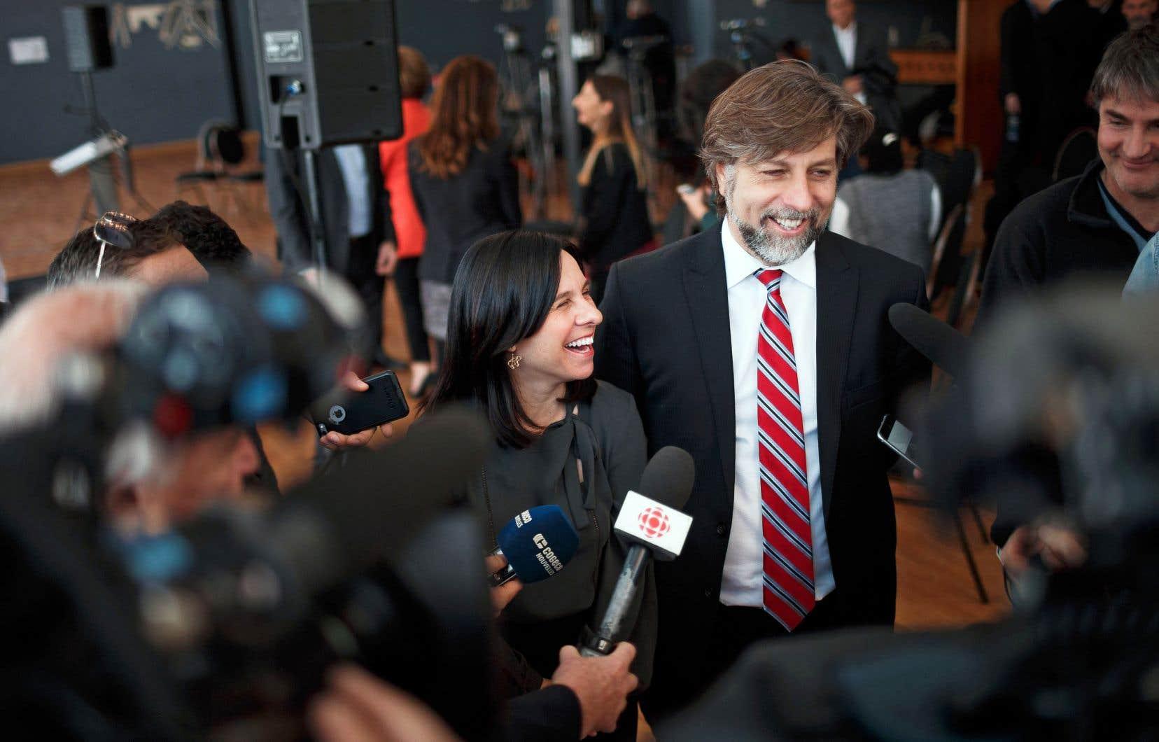 Le maire du Plateau-Mont-Royal, Luc Ferrandez, que l'on voit ici avec la mairesse de Montréal, Valérie Plante, en a surpris plusieurs mardi en annonçant sa retraite de la vie politique.