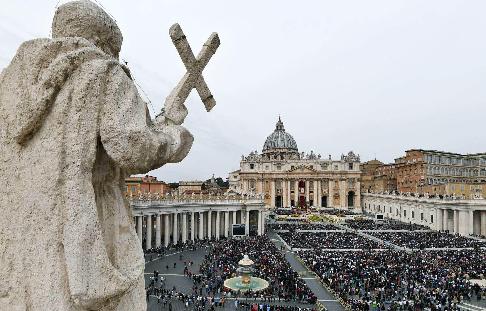 Aux États-Unis comme ailleurs, l'Église catholique traverse une profonde crise de confiance en raison des révélations d'agressions sexuelles commises depuis des décennies par des prêtres.