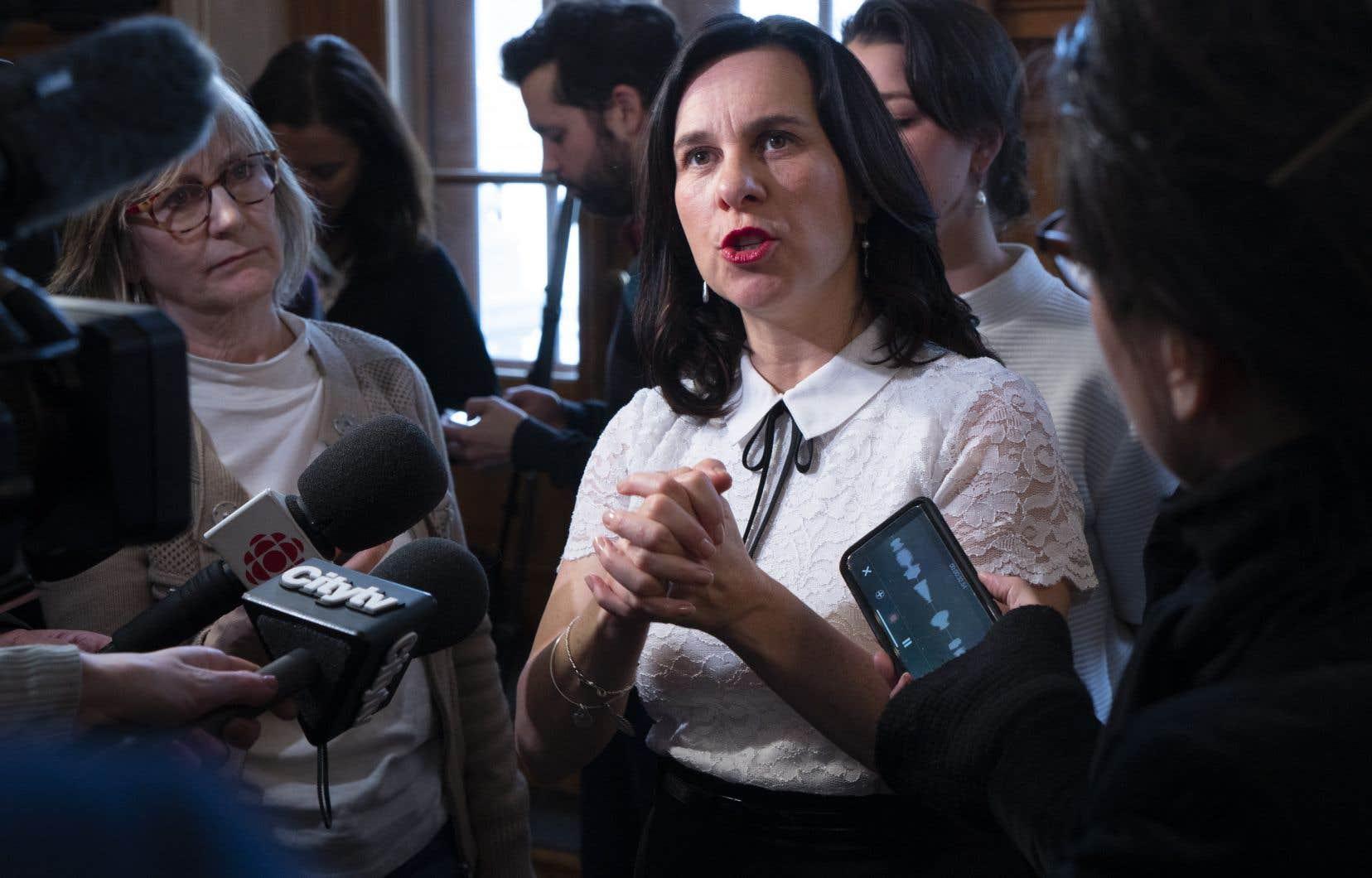 La mairesse Valérie Plante soutient avoir accueilli le départ de M.Ferrandez avec surprise et tristesse.