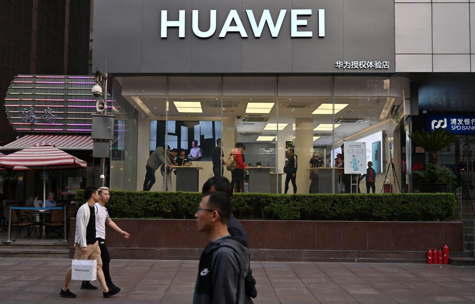 DonaldTrump a déclaré une «urgence nationale» pour prendre ce décret, s'appliquant notamment au géant chinois Huawei.