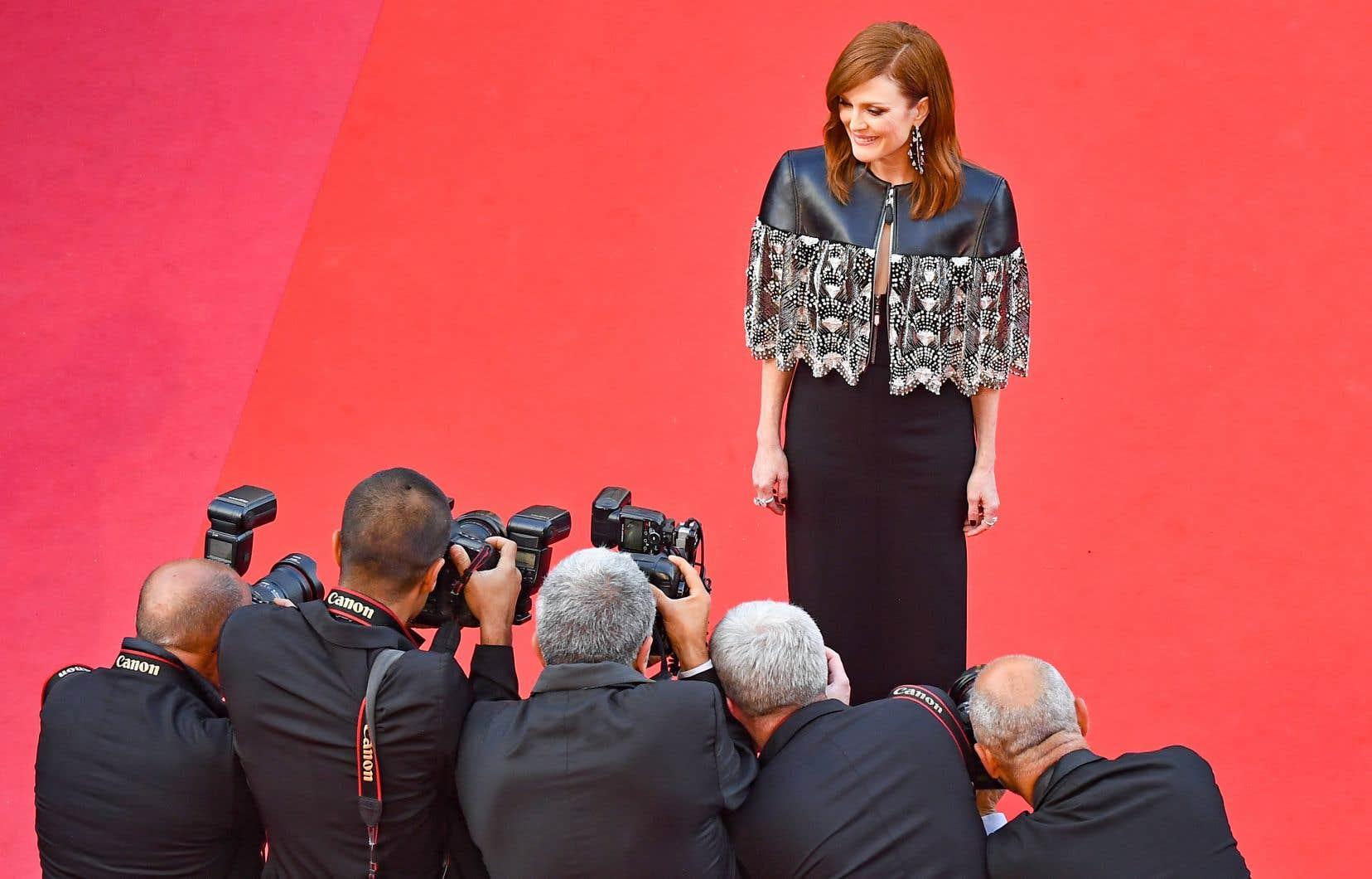 L'actrice américaine Julianne Moore foulant le tapis rouge cannois avant la projection des «Misérables», mercredi
