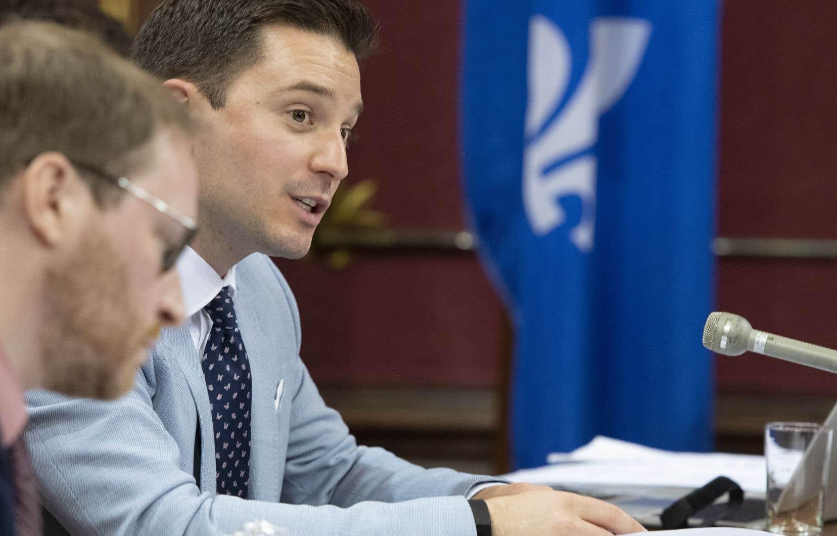 Le Mouvement laïque québécois a invité le ministre Simon Jolin-Barrette à proscrire le port de signes religieux auprès de tous les employés de l'État.