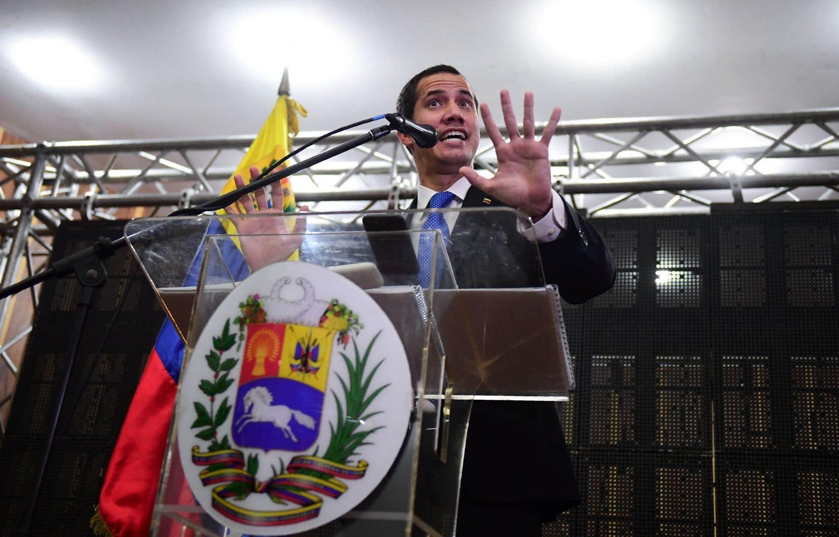 <p>«Il n'y a aucun type de négociations», a dit Juan Guaidó lors d'une réunion politique jeudi à Caracas, mais des «efforts entrepris par la Norvège pour une médiation», que le pays scandinave préparait depuis plusieurs mois.</p>