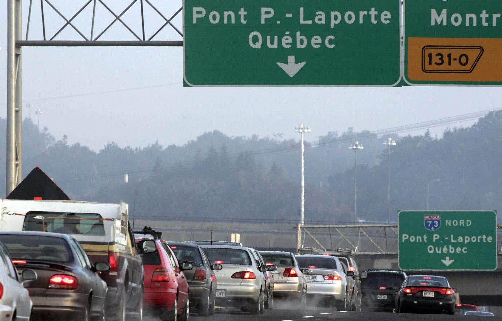 Une moyenne de quelque 3000 voitures provenant des municipalités de la couronne sud de Québec traversent chaque jour le fleuve Saint-Laurent.