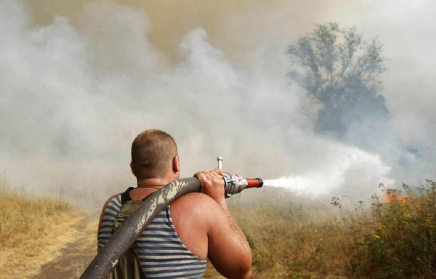 Les incendies de forêt continuaient de faire rage dimanche sur environ 45 000 hectares. Des tourbières continuaient également de se consumer dans la région de Moscou.