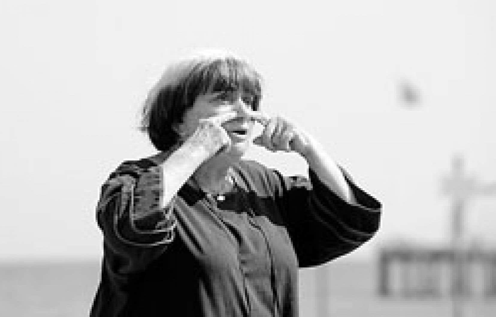 Agnès Varda s'est prêtée au jeu des photographes, sur une plage, lors du dernier Festival international du film de Venise, il y a quelques jours à peine.