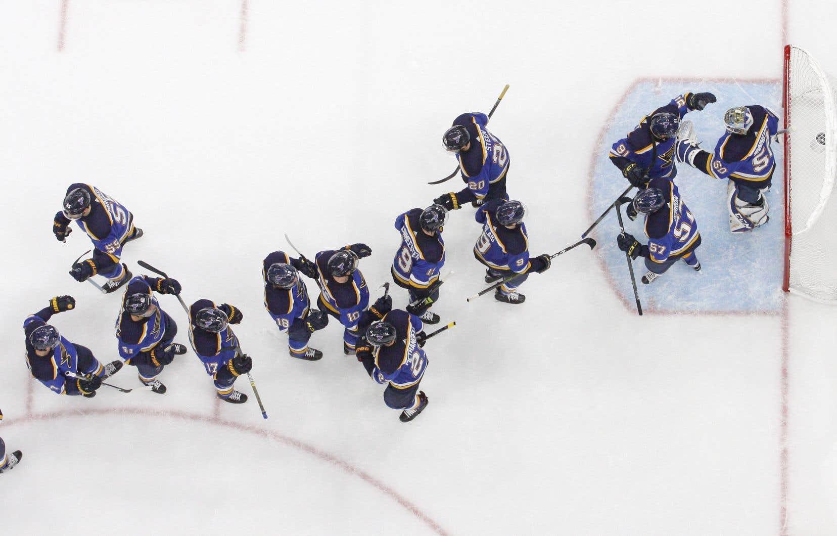 <p>Les Blues ont commencé le match sur les chapeaux de roues, en noircissant la feuille de pointage seulement 35 secondes après la mise en jeu initiale.</p>