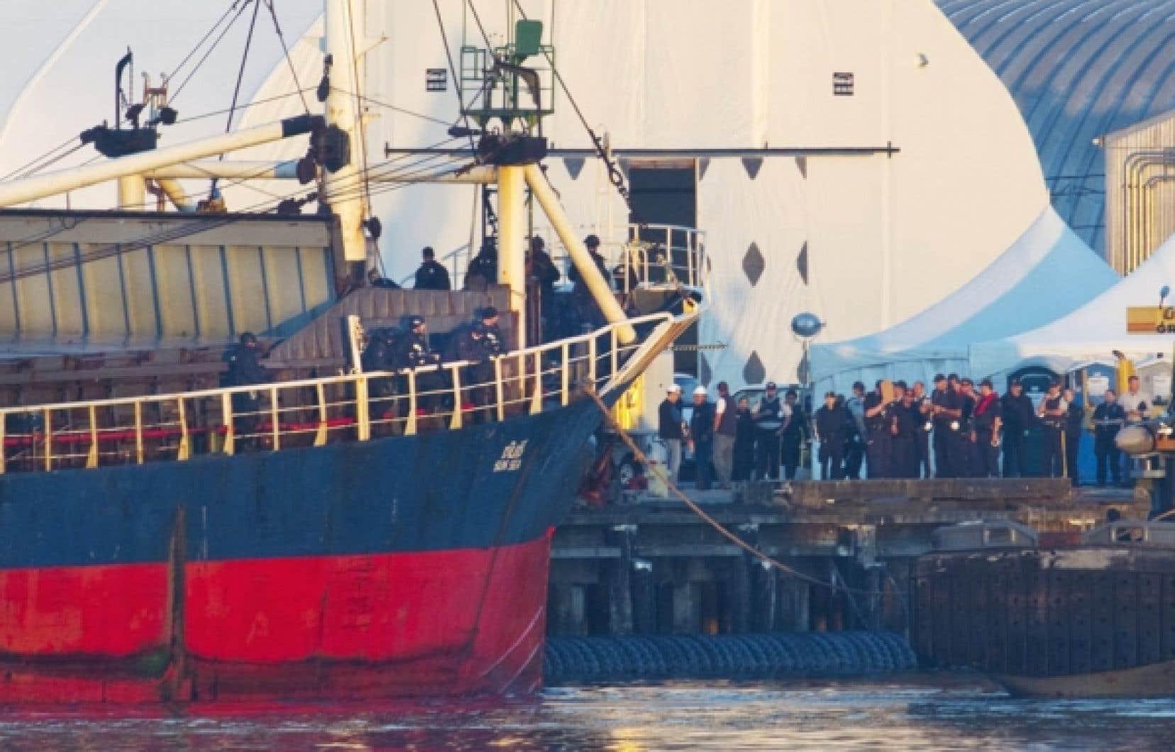 La lettre des Tamouls du MV Sun Sea n'a pas convaincu le ministre fédéral de la sécurité publique, Vic Toews, qui estime que ce voyage risqué depuis le Sri Lanka est probablement l'affaire d'une organisation criminelle.