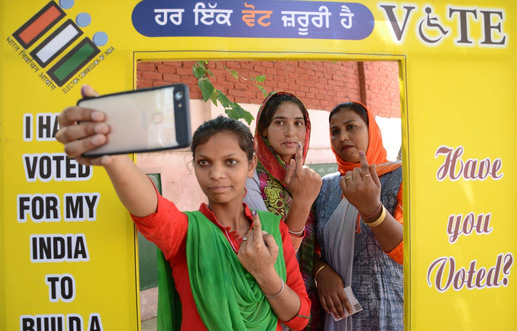 Près de 120millions d'électeurs, sur les 900 au total que compte l'Inde, étaient appelés aux urnes dimanche pour la septième et ultime phase de ce scrutin uninominal majoritaire à un tour.