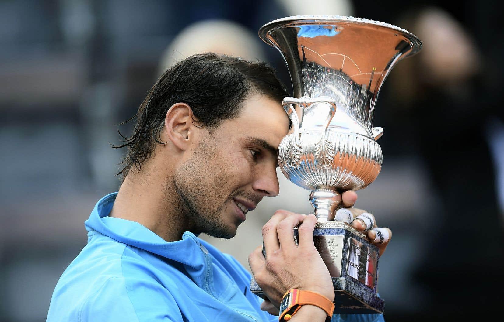 Rafael Nadal a remporté dimanche le tournoi de Rome pour la neuvième fois de sa carrière.