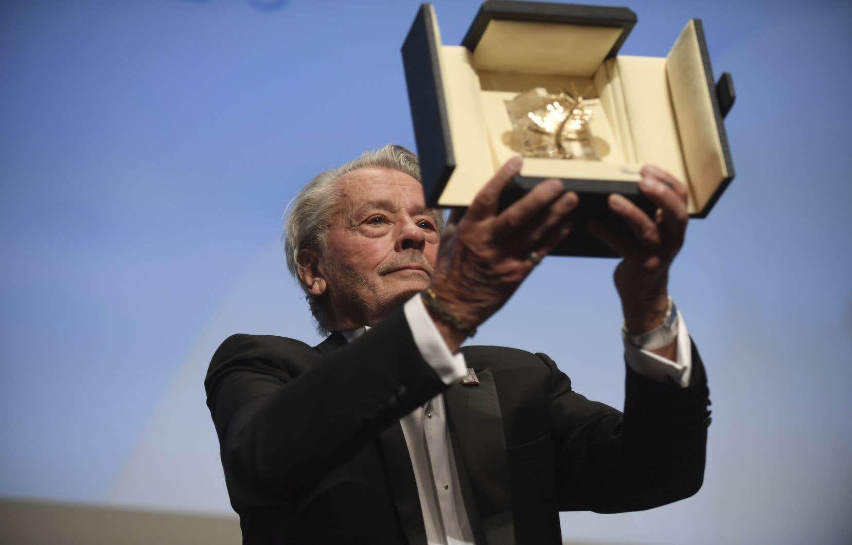 C'est un Delon en larmes qui a reçu sa Palme, dimanche, au nom de«Visconti, Melville, Antonioni».