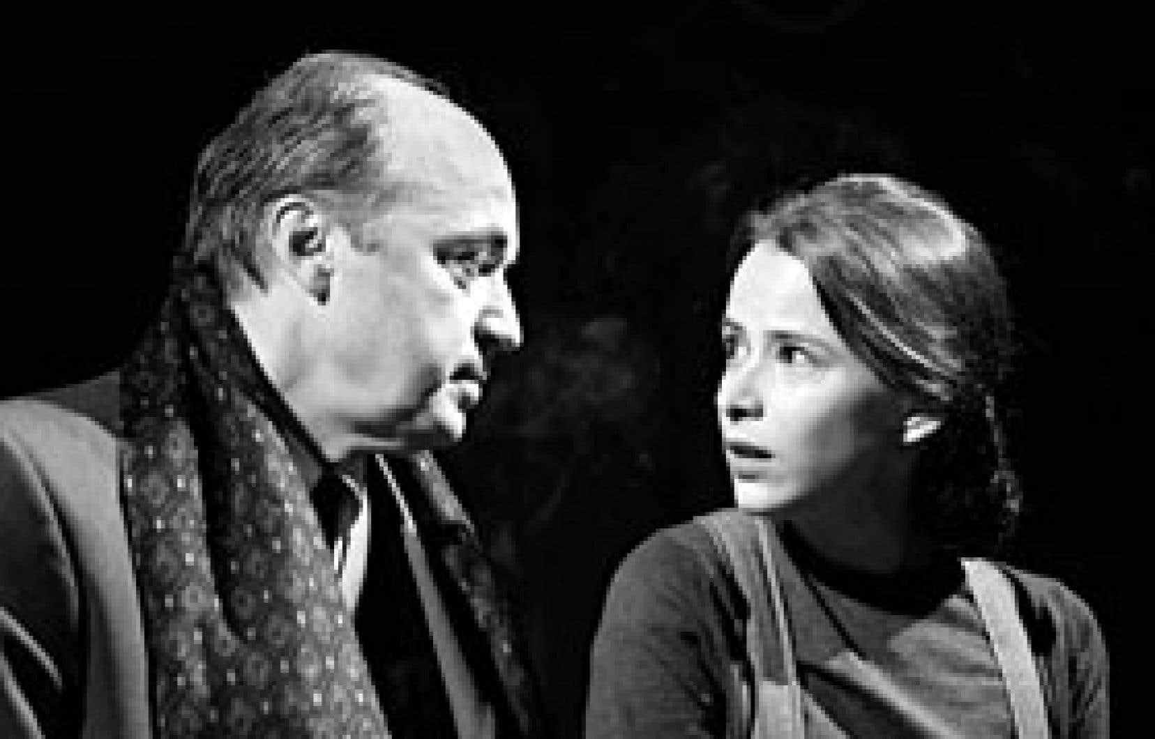 Michel Nadeau (Louis Jouvet) et Marianne Marceau (Claudia)