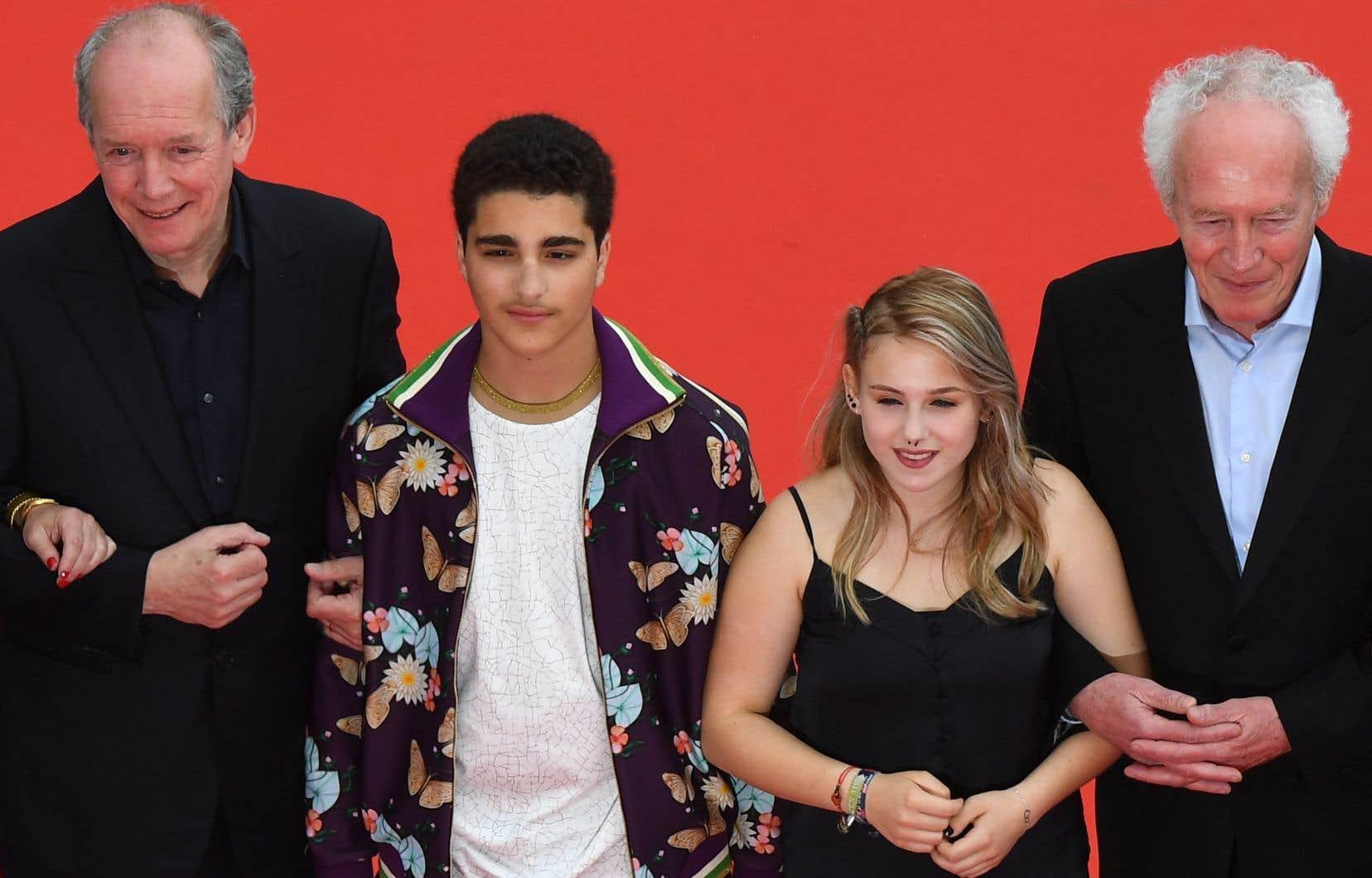 Les cinéastes Jean-Pierre (à gauche) et Luc Dardenne en compagnie de Victoria Bluck et de Idir Ben Addi, deux des jeunes protagonistes du film belge «Le jeune Ahmed»
